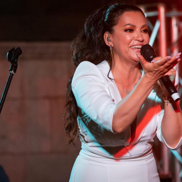 Nina na ovoljetnom koncertu u Splitu