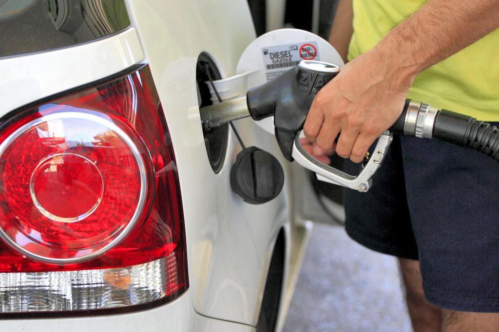 Od ponoći nas čekaju nove cijene na benzinskim postajama