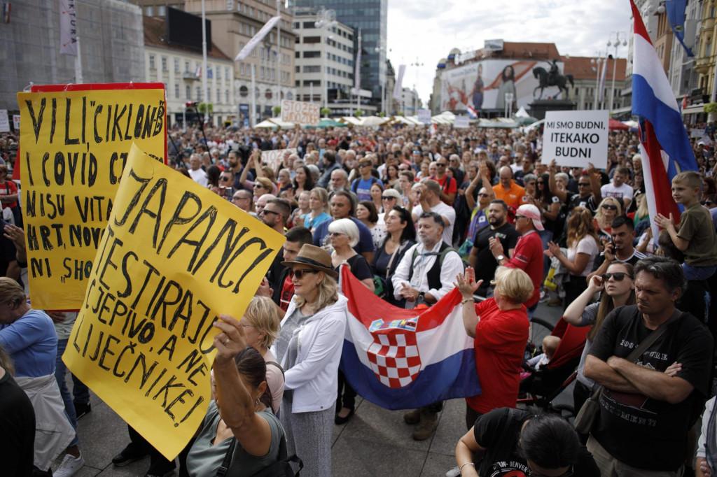 prosvjednici protiv cijepljenja<br />