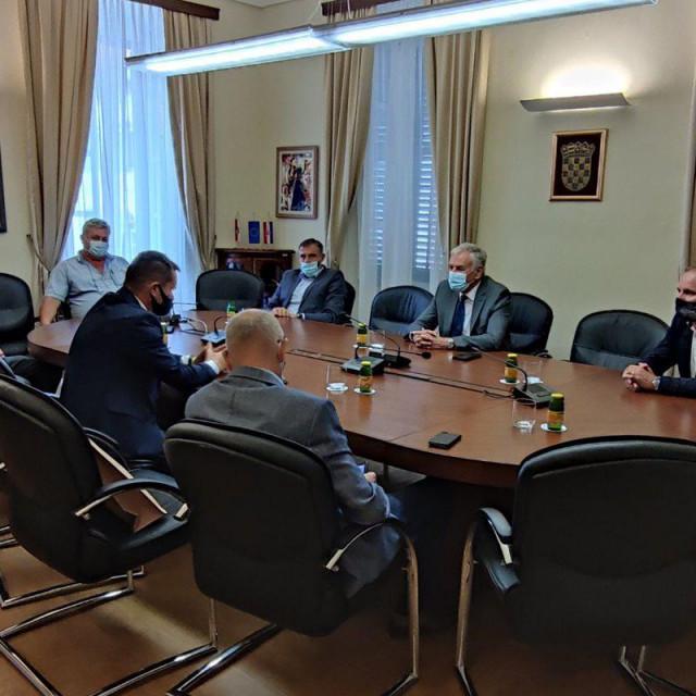 Bratulić je izvijestio župana o aktivnostima u koja je uključen u organizaciji udruge Agroturizam Konavle