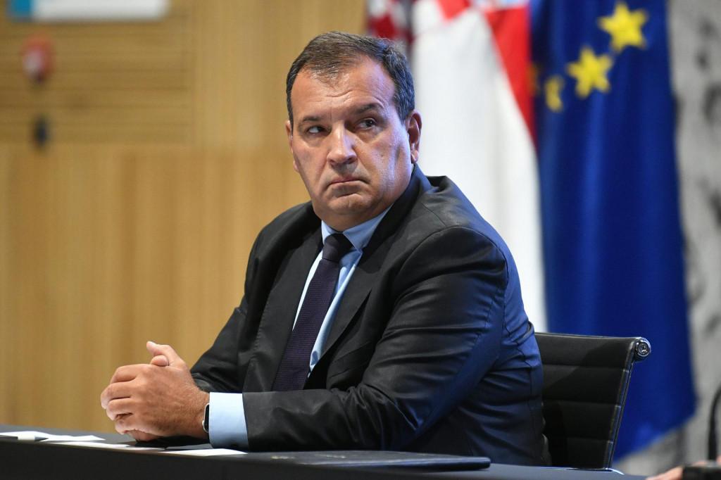 Zagreb, 170921.<br /> NSK.<br /> Hrvatske bratske zajednice 4.<br /> Konferencija za medije Stozera civilne zastite RH.<br /> Na fotografiji: Vili Beros, ministar zdravlja.<br />