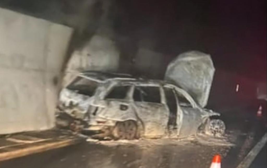 Zapaljen automobil sa nogometnim sucima