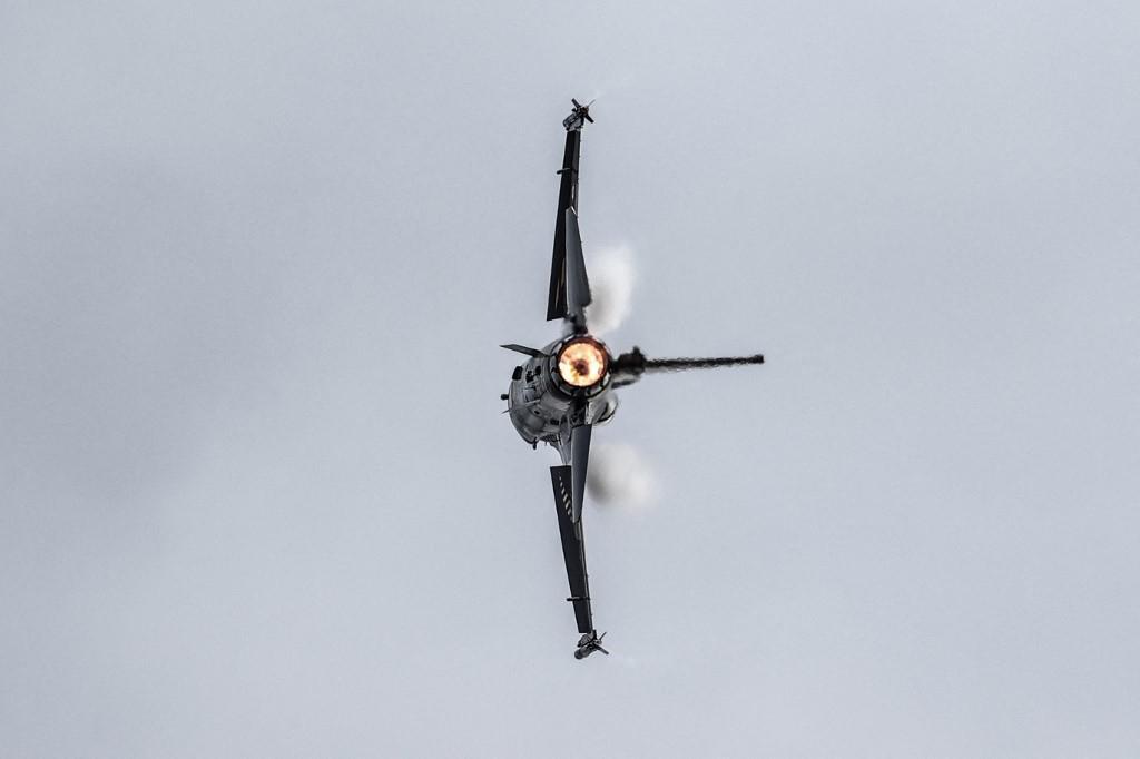 Piloti demonstracijama predstavljaju mogućnosti modernih zrakoplova visokih performansi F-16