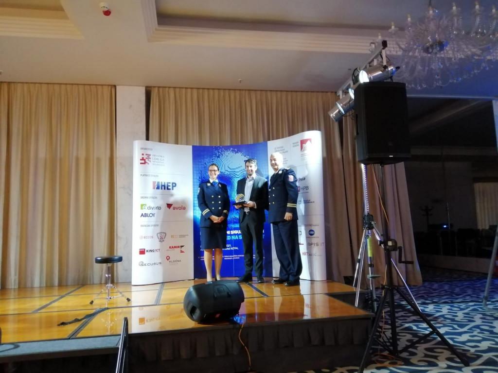 Slobodan Marendić i Antonela Lolić primili su nagradu za inovativni projekt