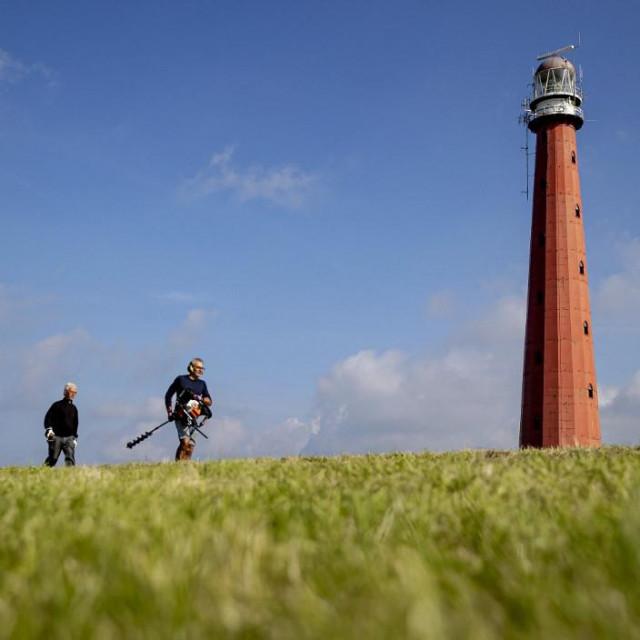 Svjetionik Kijkduin, koji se obično naziva Lange Jaap, u toliko je lošem stanju da se područje unutar radijusa od 70 metara moralo zatvoriti