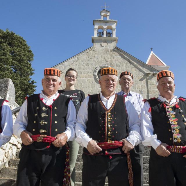 Župnik fra. Ivan Čupić, Marieta Bojčić, Ante Bojčić, Josip Pastuović, Boško Sučić i Ivan Gabrić