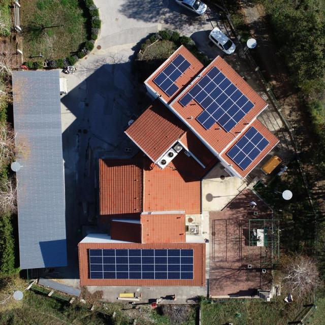 SE Bisko na zgradi HEP-ova Centra proizvodnje Dalmacije