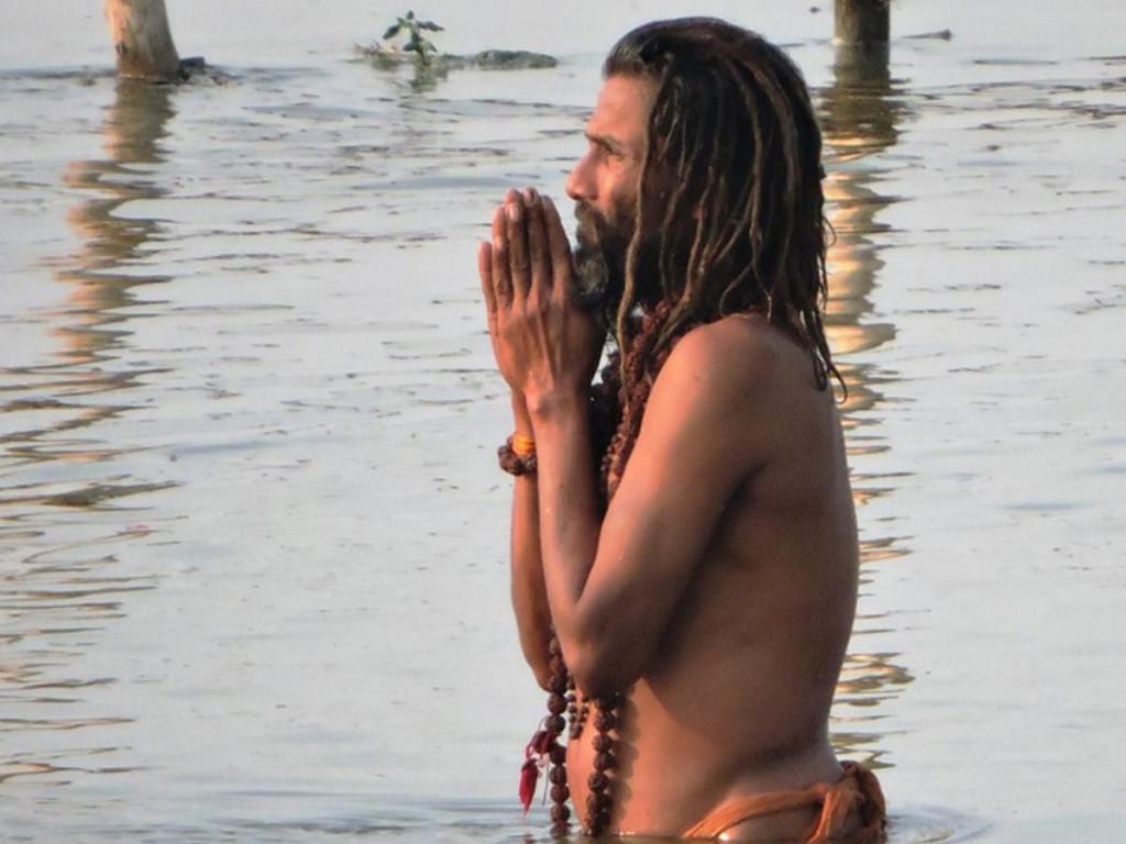 Život uz svetu rijeku: Utom Gangesu neprijeporno ima nečeg mističnog i zbunjujućeg. Bakterija kolere u Gangesu može preživjeti najviše tri sata,voda Gangesa razgrađuje organski otpad 15 do 25 puta brže nego bilo koja druga rijeka na svijetu, na gornjem toku ne može preživjeti ličinka komarca, kaže Boko