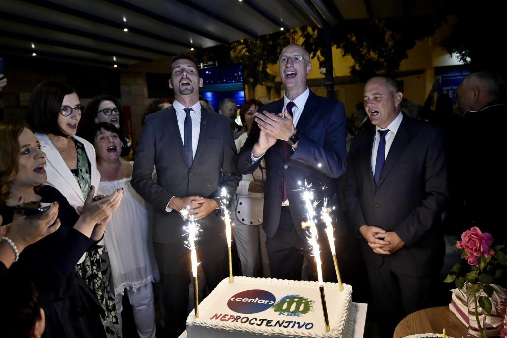 Ovako je Puljak sa suradnicima slavio u izbornoj noći, ali pobjednička idila kratko je trajala<br />