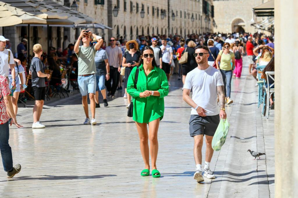 Dubrovnik, 250921.<br /> Subotnja setnja Stradunom na toplo jesensko prijepodne.<br />