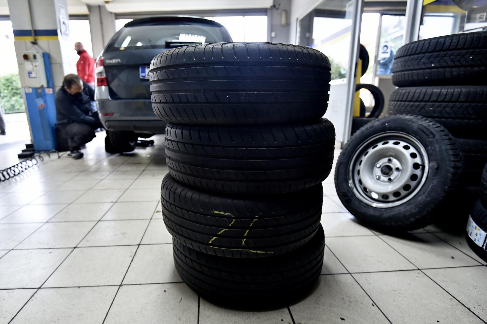 Cjelogodišnje gume na automobilu su najisplativije, ali nije sva blagodat u tome, druge su stvari bitne. Evo što kaže struka