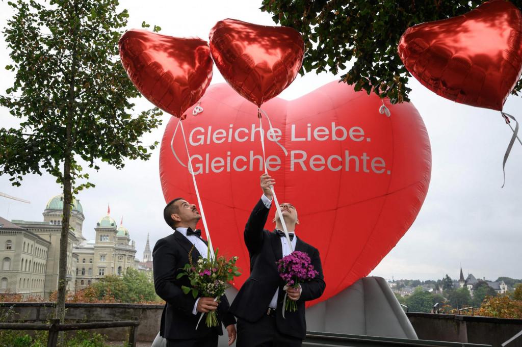 Švicarski gay par slavi dan velike promjene