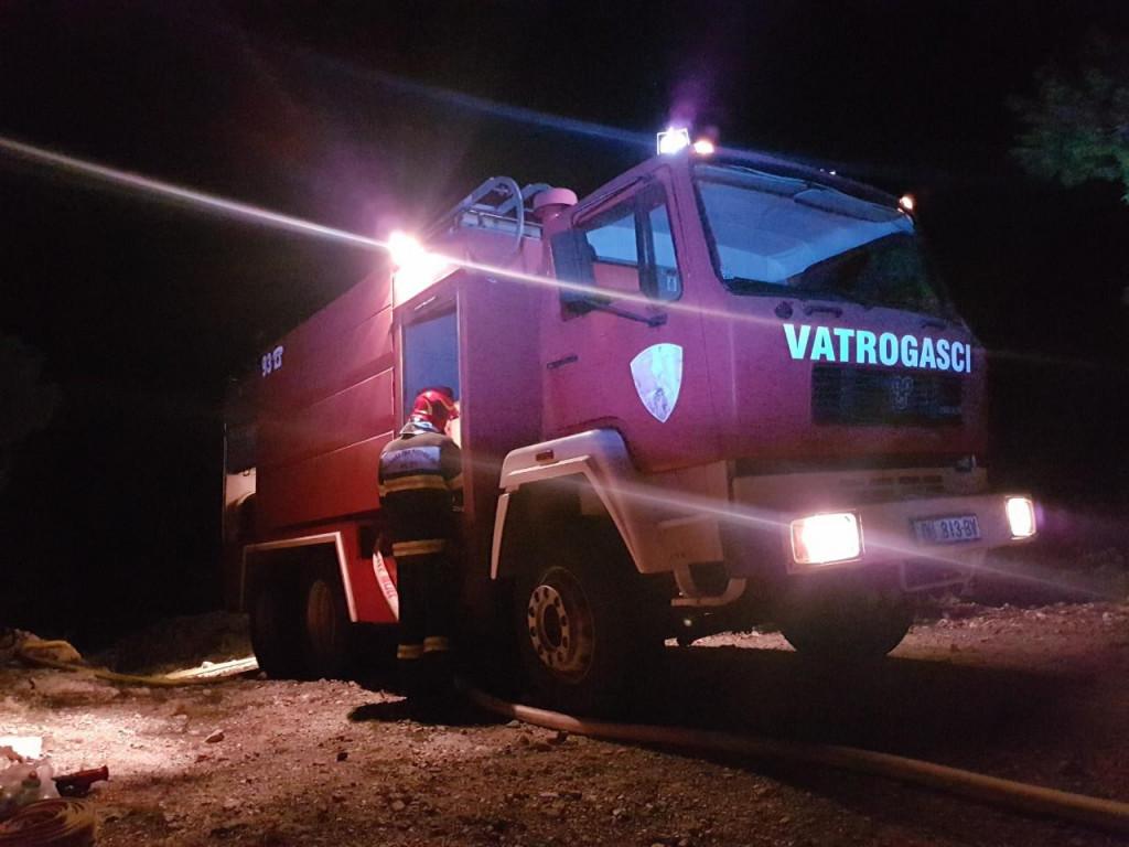 Dubrovački vatrogasci su uspješno spriječili širenje požara