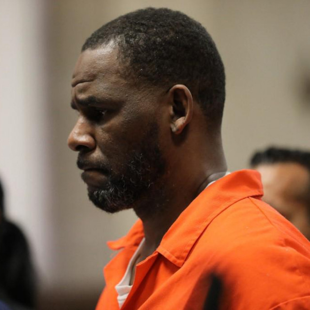 """(FILES) In this file photo taken on September 16, 2019 singer R. Kelly appears during a hearing at the Leighton Criminal Courthouse in Chicago, Illinois. - Singer R. Kelly used """"lies, manipulation, threats and physical abuse"""" to operate an """"enterprise"""" enabling him to commit decades of sex crimes, the prosecution said during marathon closing arguments September 22, 2021. (Photo by Antonio PEREZ/POOL/AFP)"""