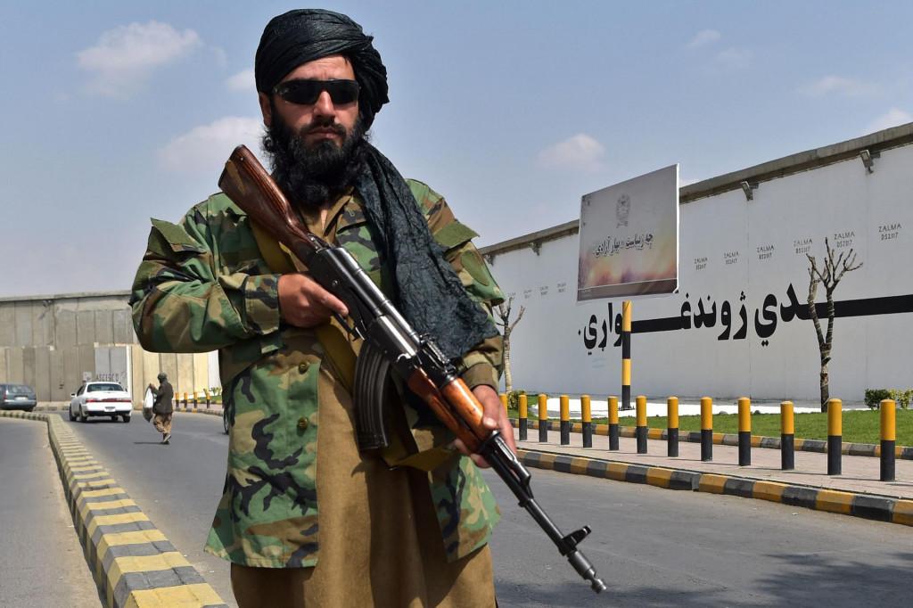 Taliban s bradom uređenom 'u skladu s islamskim zakonima'