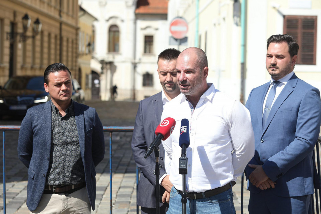 Na fotografiji: Davorin Karačić, Marko Milanović Litre,Krešimir Kartelo i Marijan Pavliček