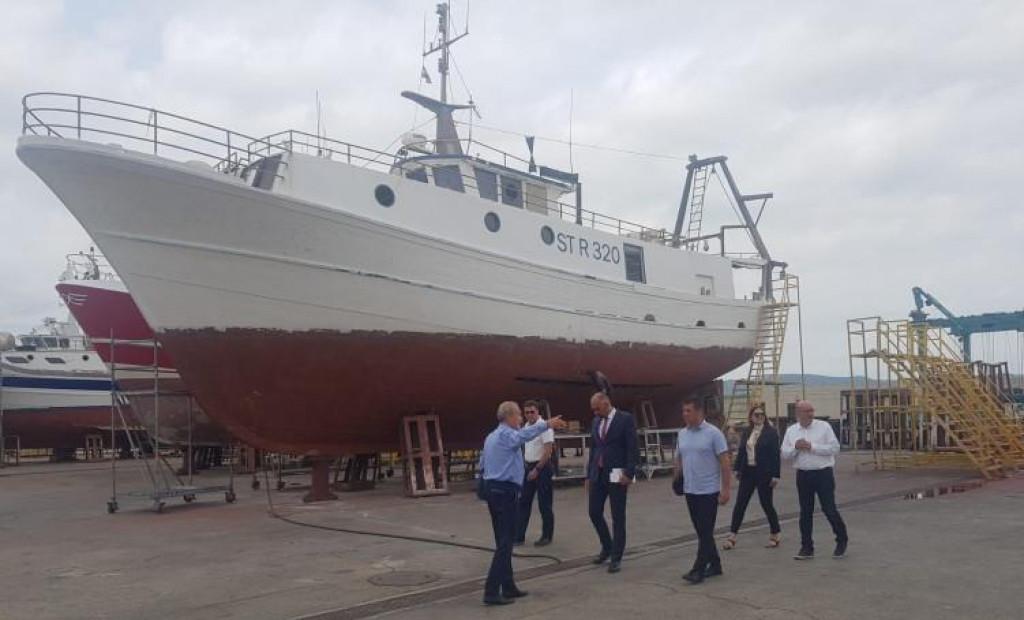 Župan Marko Jelić u obilasku brodogradilišta u Betini