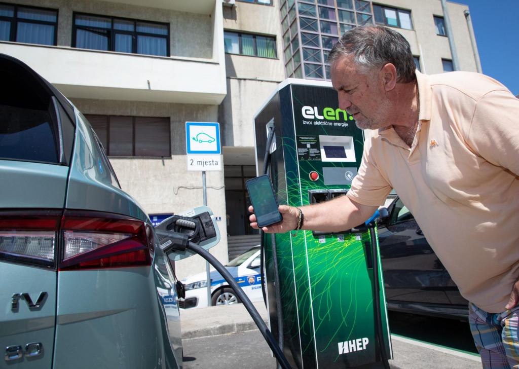 Električnih vozila i plug-in hibrida u kolovozu je prodano 151.737, a dizelaša 141.635