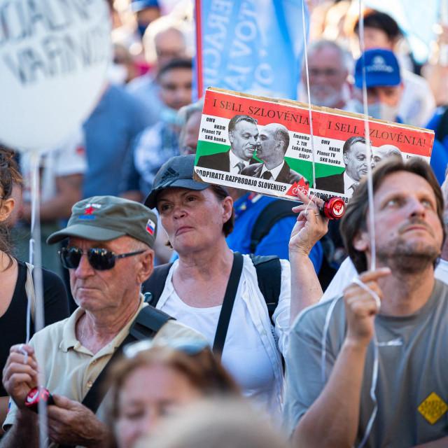 Prosvjeduje nekoliko tisuća ljudi