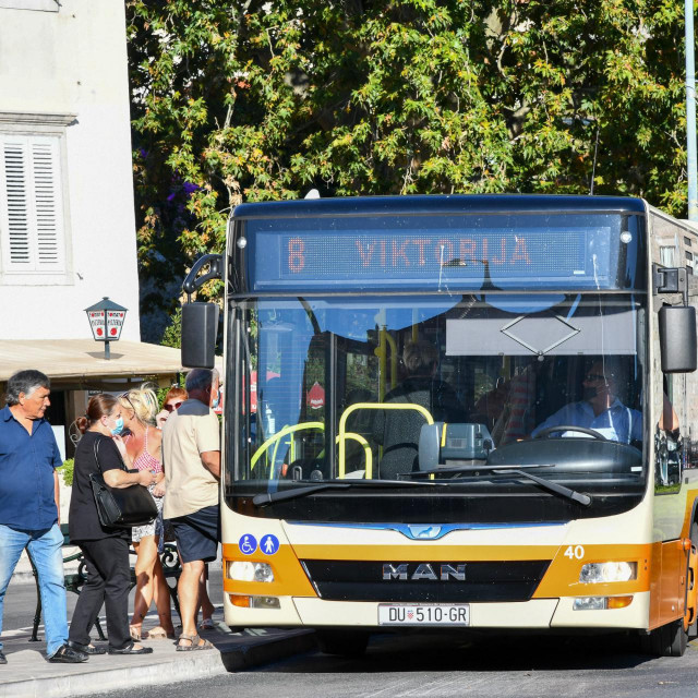 SD<br /> Dubrovnik, 230921.<br /> Autobusi javnog gradskog prijevoza Libertas.<br /> Na fotografiji:<br />