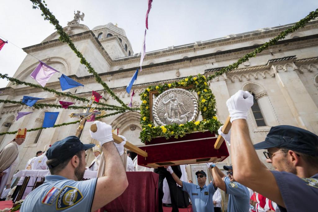 Procesijom i svetom misom obilježen je blagdan Sv. Mihovila zaštitnika grada Šibenika