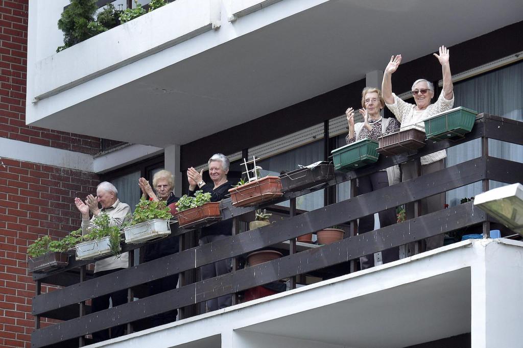 Umirovljenici su jedva dočekali izlazak iz domova, sloboda kretanja znači i veću potrošnju, pa i uplatu u proračun (ilustracija)