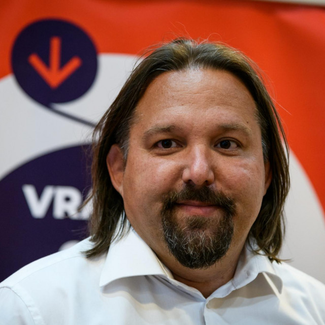 Tonči Restović