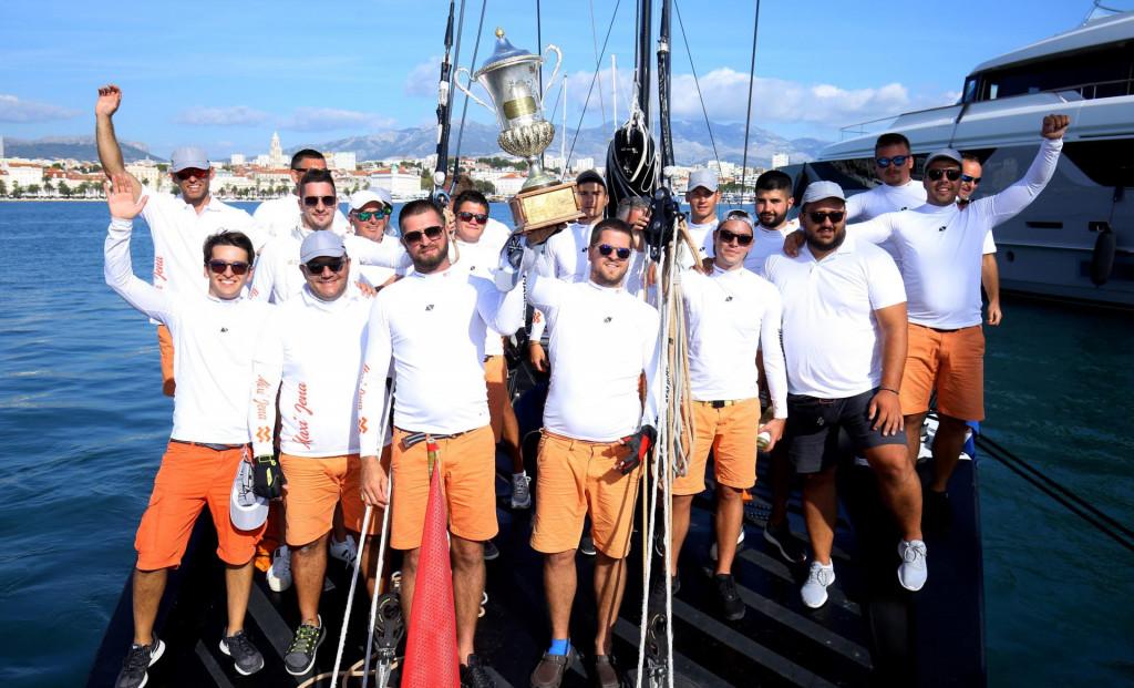 Pobjednička ekipa iz kotorskog kluba Lahor