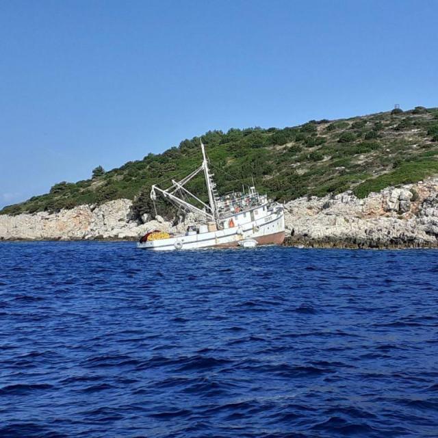 Nasukanje brodice kod Dugog otoka