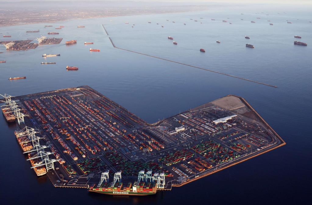 Long Beach je najbolja ilustracija ovog kaosa: brodova i tereta najprije nije bilo, a sada je tamo Armagedon