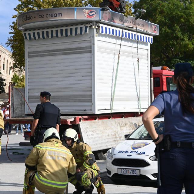 Policija, vatrogasci, 'pauk'... Ivošević je zadnjom akcijom izazvao pravu uzbunu na splitskoj Rivi<br />