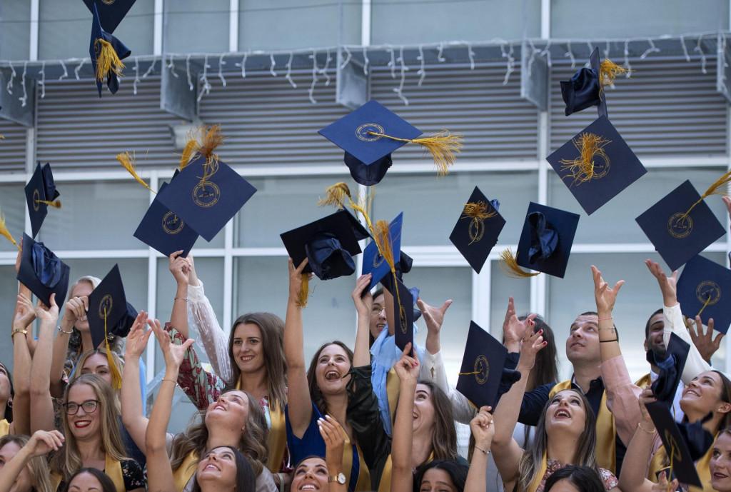 Ljetos je na fakultetima bilo otprilike 11 tisuća više upisnih mjesta nego maturanata koji ih mogu popuniti (ilustracija)