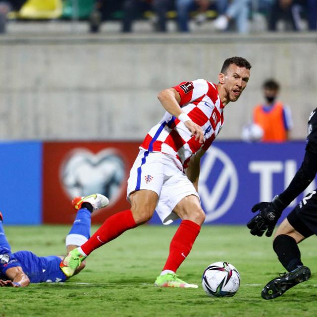 Ivan Perišić pogađa za 1:0 Hrvatske kod Cipra