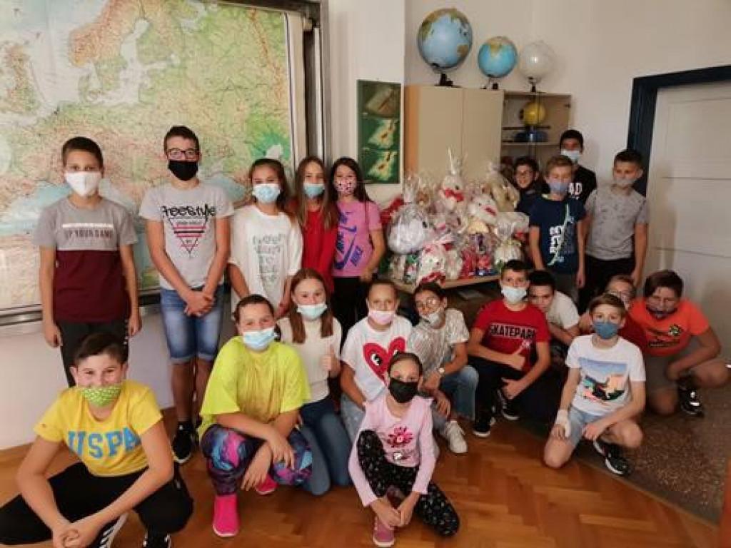 Učenici koji su sudjelovali u humanitarnoj akciji<br /> foto. OŠ Stjepana Radića Metković