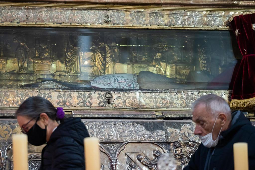 Zadrani danas slave blagdan zastitnika grada, svetog Sime. U istoimenoj crkvi na Polutoku mnogi su iskoristili priliku da vide i tijelo sveca izlozeno u zlatnoj skrinji