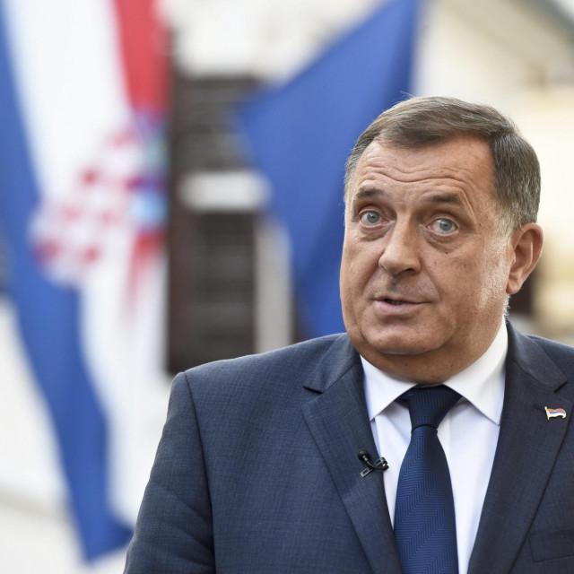 Milorad Dodik zagradio se unutar entiteta. Silne afere koje se tamo događaju jesu njegov najveći strah, tvrdi prof. Bajtal