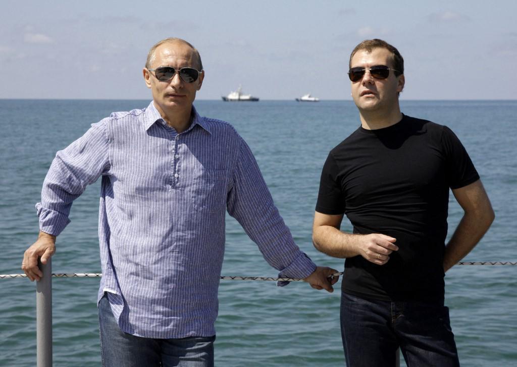 Soči - užitak za oči: Vladimir Putin i Dmitrij Medvedev u plažnom 'looku'