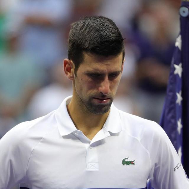 'Umjesto da razmišlja o protivnicima i kuje planove kako da se osveti Medvedevu kao najvećem rivalu u ovom trenutku, Novak Đoković mora donijeti odluku hoće li se cijepiti'