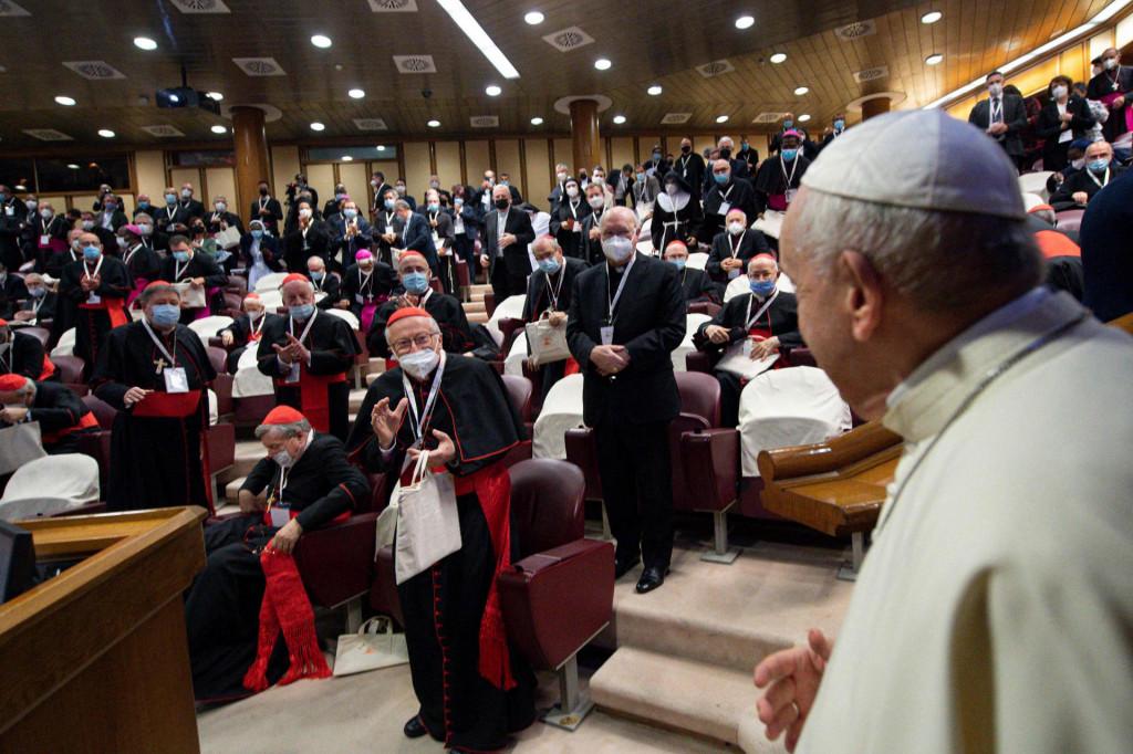 Papa Frane je u bazilici sv. Petra govorio ispred oko tri tisuće kardinala, biskupa, svećenika, osoba posvećenog života i vjernika laika