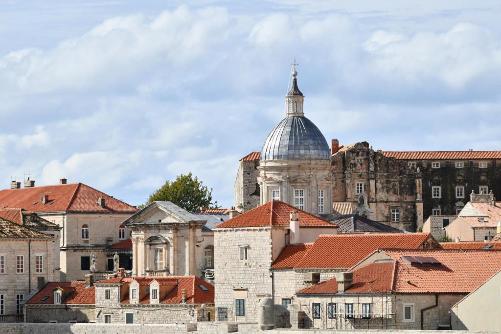 Obnovljena sedrena kupola Katedrale zasjala je jutros punim sjajem