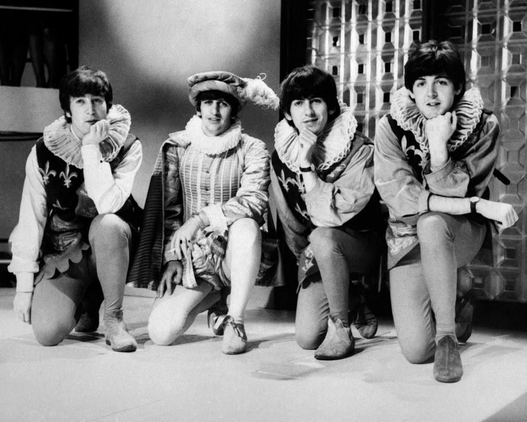John Lennon, Ringo Starr, George Harrison i Paul McCartney poziraju 29. travnja 1964. u Londonu