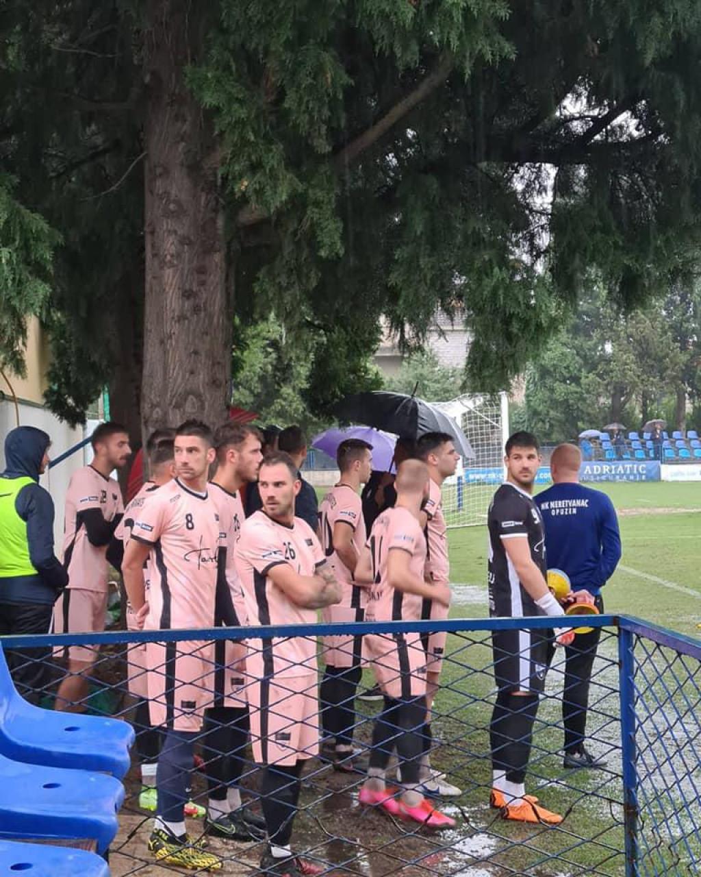 Igrači Posedarja u Opuzenu na odgođenoj utakmici zbog kiše