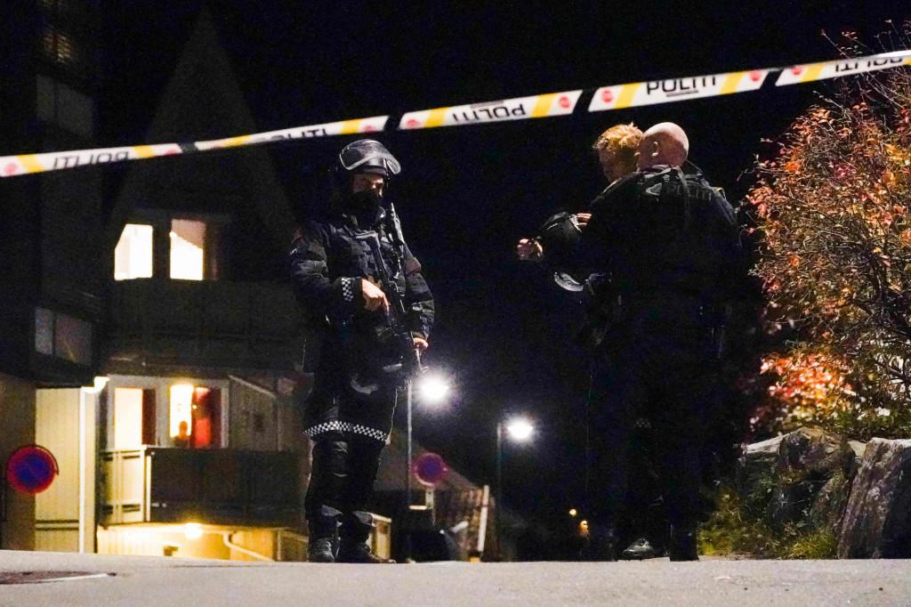Muškarac naoružan lukom i strijelom umrtio je nekoliko ljudi
