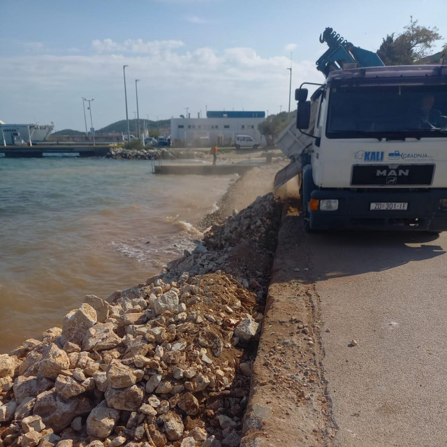 Radovi na sanaciji pomorskog dobra u Preku