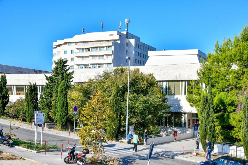 Dubrovnik, 041021.<br /> Zgrada Opce bolnice u Dubrovniku.<br /> Na fotografiji: Opca bolnica Dubrovnik.<br />
