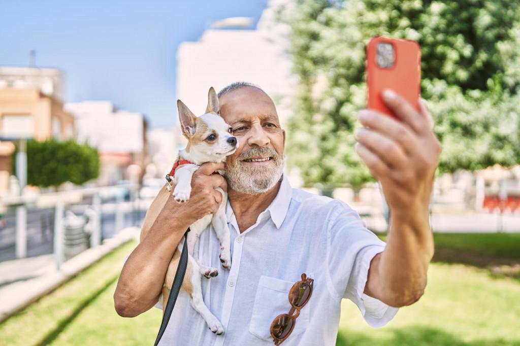 Chihuahua u zagrljaju