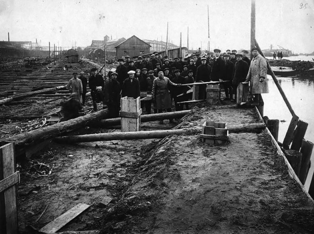 """Radnici tvornice """"Krasnoje Sormovo"""", 30-ih godina<br /> <br />"""