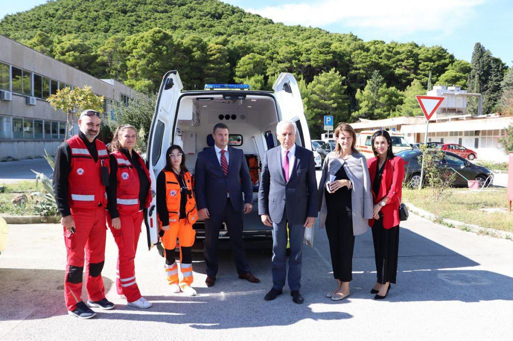 Zavodu za hitnu medicinu DNŽ uručeno pola milijuna kuna vrijedno vozilo Hitne pomoći