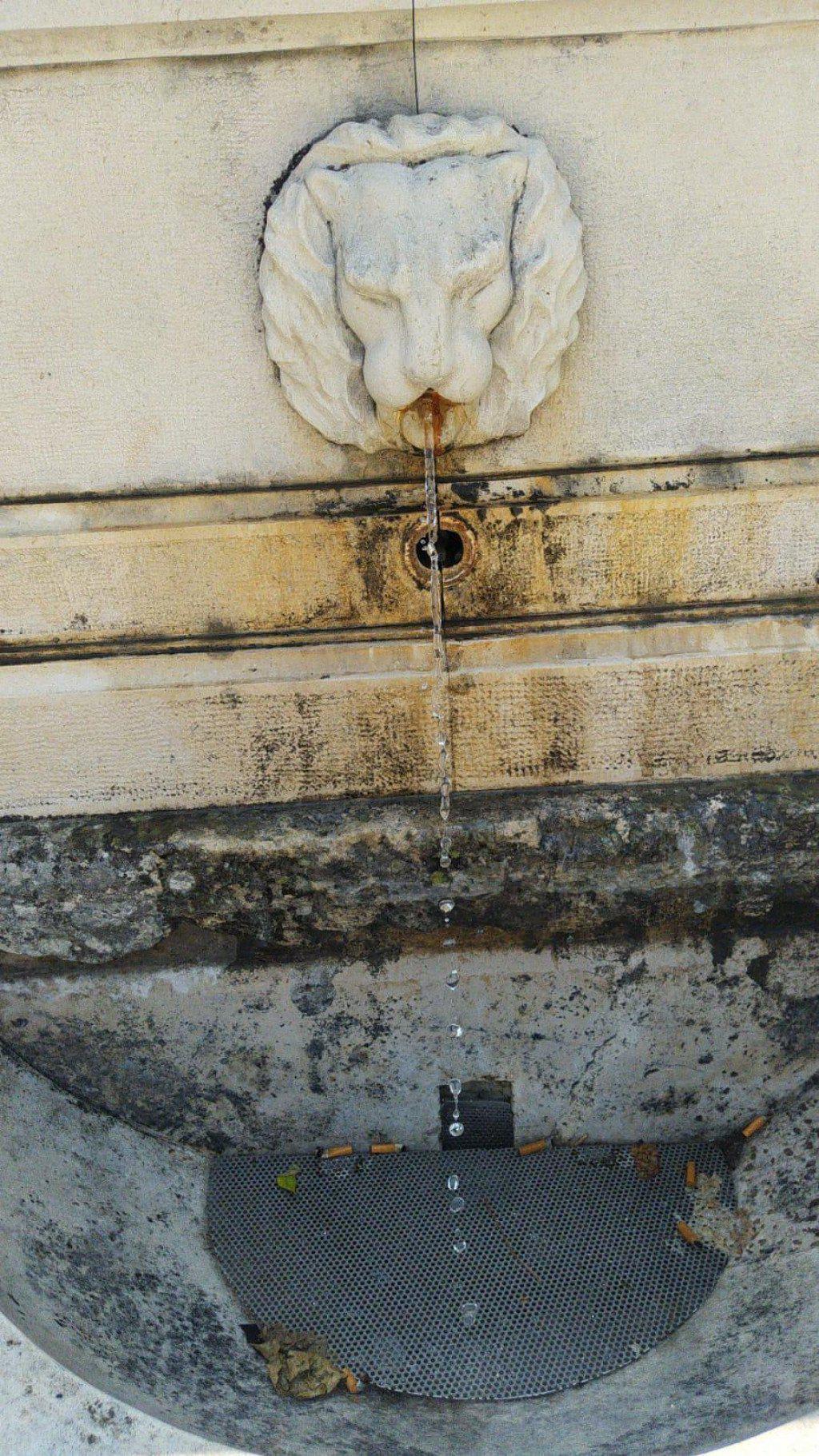 Fontana na Trgu pet bunara
