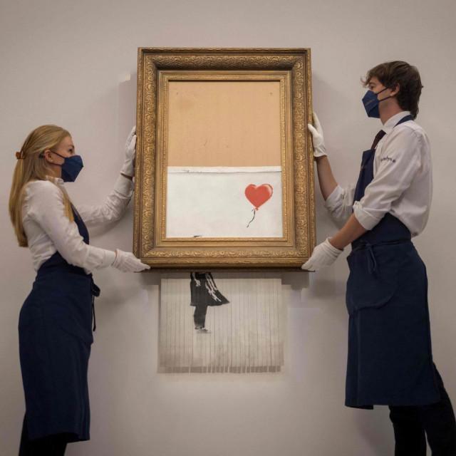 'Ljubav u kanti' prodana je za ukupno 18,5 milijuna funti/Photo by Tolga Akmen/AFP